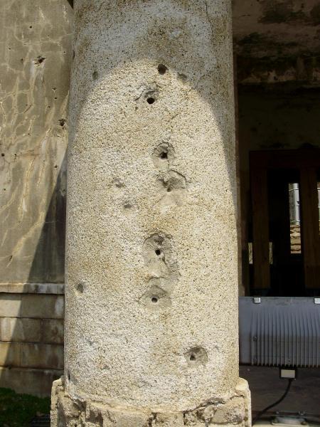 Tatatatatà! Una colonna che, pur se crivellata di colpi, non si è piegata al nemico!