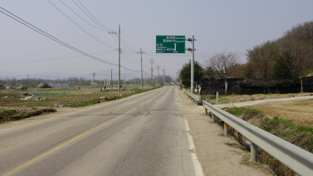 La trafficata strada da e per il Nodongdang-sa