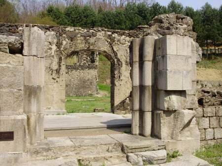 Il monumento in tutta la sua imponenza