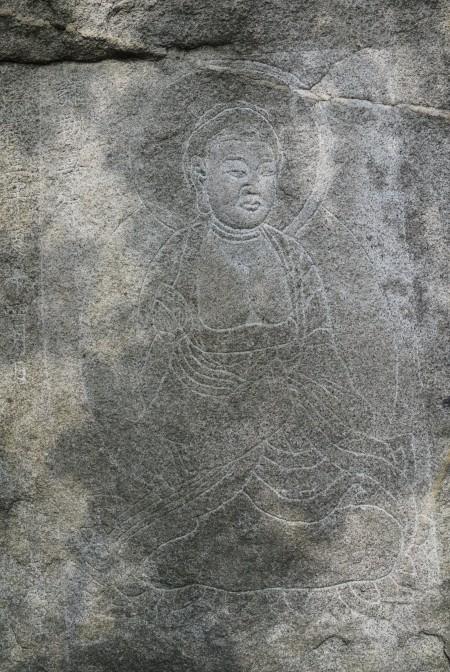 Maitreya in tutto il suo splendore, che se ne frega di te e guarda da un'altra parte