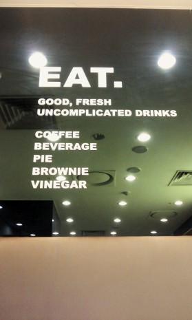 Drink buoni, freschi e non complicati: Caffé, bevanda, torta, brownie, aceto. OK